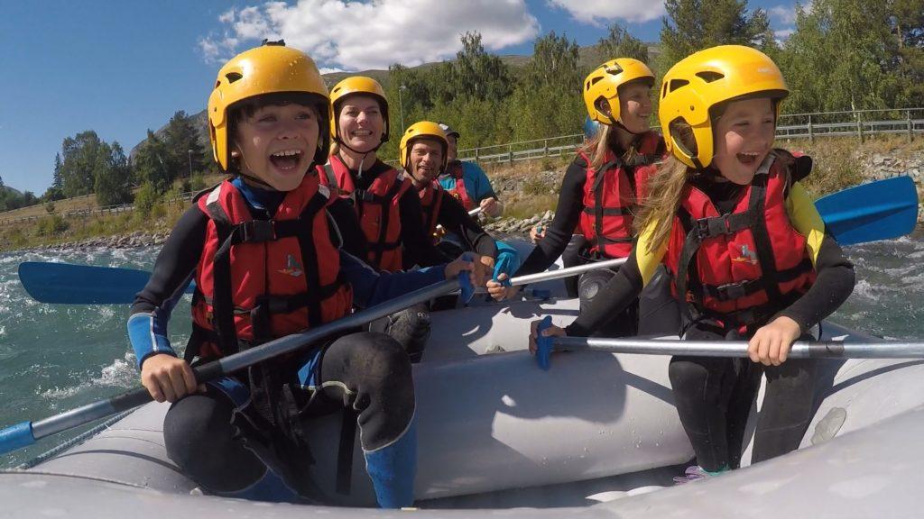 Aktiv familie på tur med Skjåk Adventure